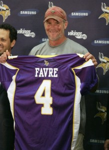 Photo of Brett Favre signing with Minnesota Vikings
